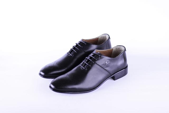 נעל איכותית בצבע שחור מבית בוטיק עומרי, תמונה 1