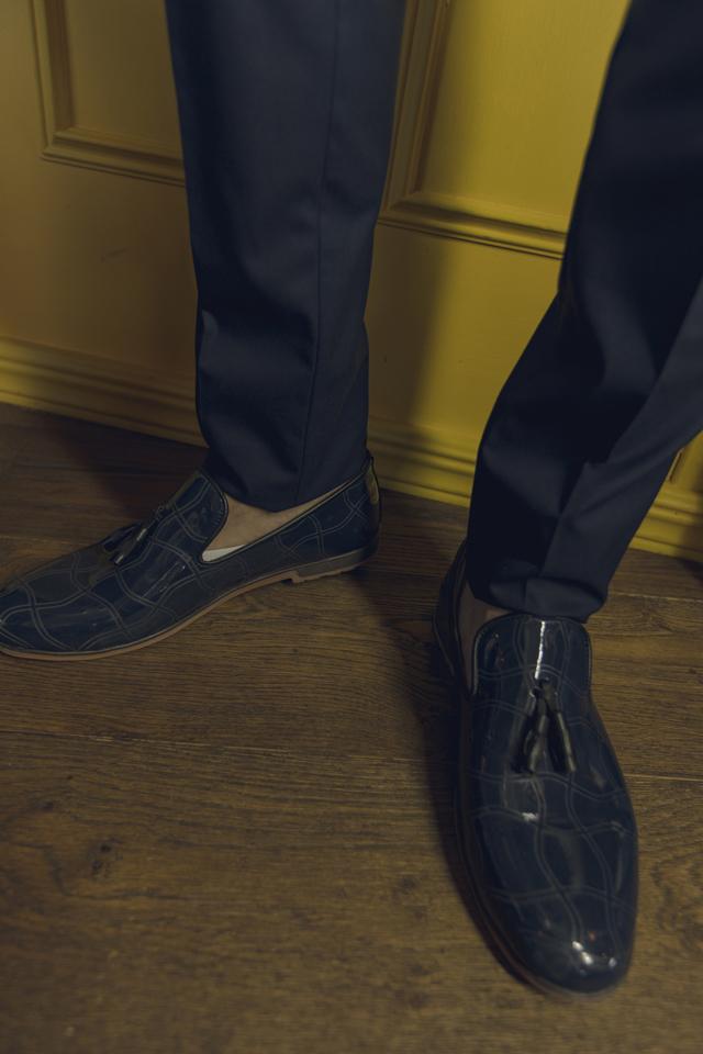 נעל בובה אלגנט בצבע כחול מבריק