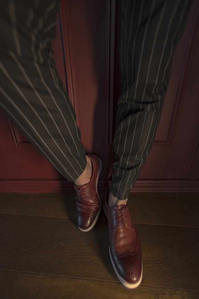 נעל צבע בורדו בשילוב לבן, תמונה 2