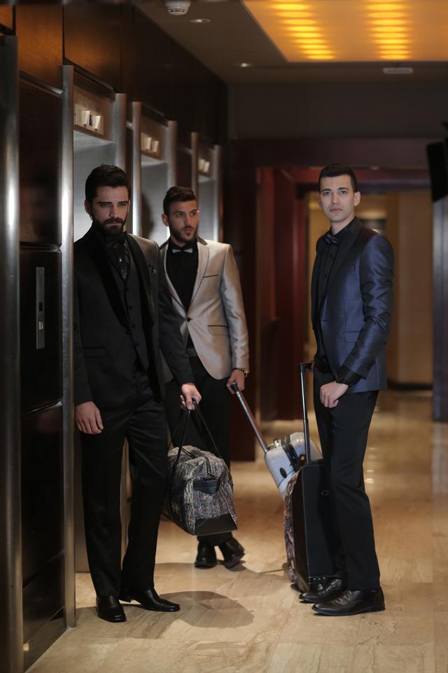 חליפת חתן צבע כחול מבריק שילוב שחור, תמונה 3