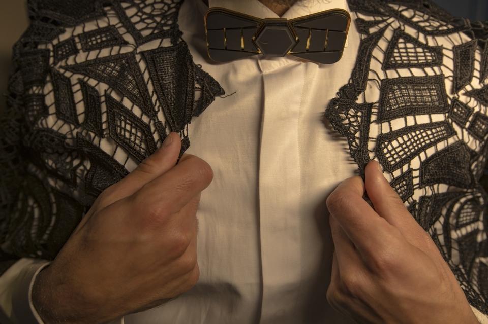 עניבות ופפיונים